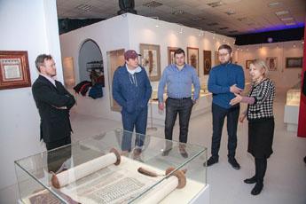 Марат Башаров посетил Современный музей каллиграфии