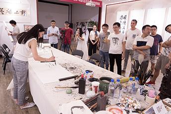 Команда музея посетила известную каллиграфическую галерею Beijing Red Crag Culture & Media Co