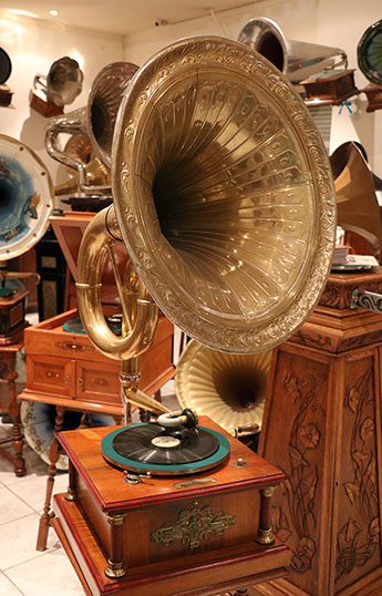 Visiting the Museum of Gramophones and Phonographs