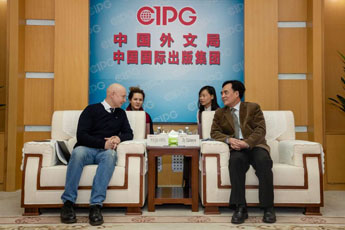 Li Sairong meets with director of the Contemporary Museum of Calligraphy
