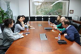 Директор Современного музея каллиграфии встретился с директором Международного выставочного агентства Китая