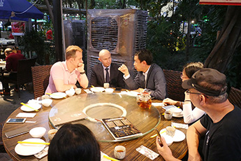 广东著名艺术家与现代书法馆代表团会晤