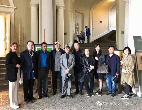 23 мая господин Хуа Куй получил приглашение посетить  Санкт-Петербургский государственный академический институт живописи