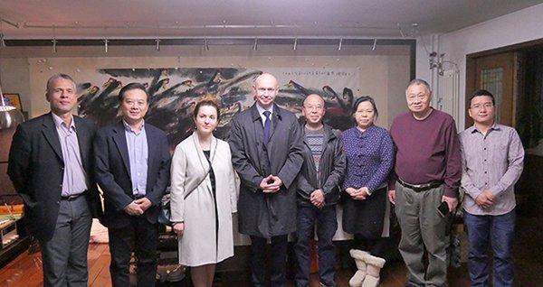 萨布罗夫先生一行在北京华奎先生家中参观访问