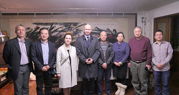 Mr Shaburov's visit to Hua Kui's home in Beijing