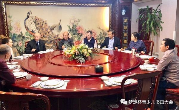 华奎先生在北京设宴款待萨布罗夫先生一行