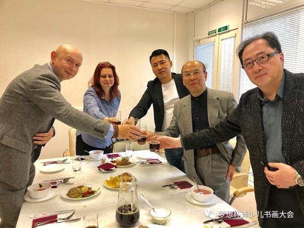 Mr Hua Kui and director Du Bin were warmly received by Mr Shaburov