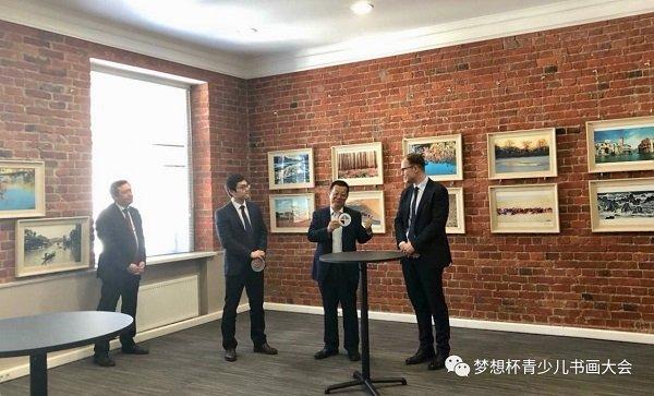 Выступление председателя Луань Шаоху на церемонии открытия выставки «Искусство фотографии на керамике» 27 мая