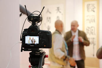 Making a documentary for the CCTV channel took place at the Contemporary Museum of Calligraphy