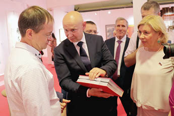 "Alexey Shaburov, Director of the Contemporary Museum of Calligraphy, demonstrates a unique catalogue of the ""Private Museums of Russia. Talents of Russia"" museum collection to the Minister of Culture of Russia, Vladimir Medinsky"