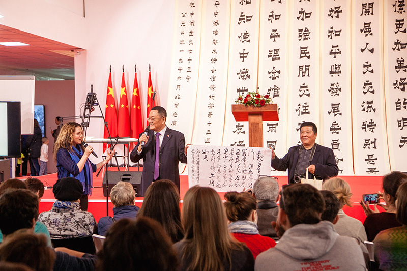 """Zhao Xueli's workshop at the """"Great Chinese Calligraphy and Painting"""" exhibition venue"""