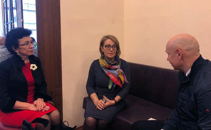萨布罗夫先生会见了国立盲人与视力障碍群体图书馆馆长乌斯季诺娃女士
