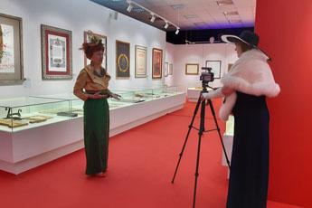 Участников «Народного карнавала» познакомили с Современным музеем каллиграфии и научили писать перьевой ручкой
