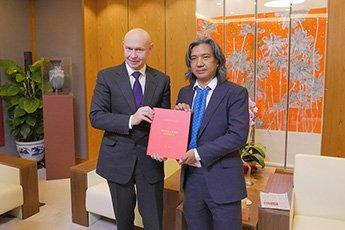 Директор Современного музея каллиграфии Алексей Шабуров встретился с директором Государственного музея изобразительных искусств КНР У Вэйшанем