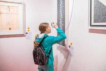В Музее мировой каллиграфии продолжаются экскурсии для школьников