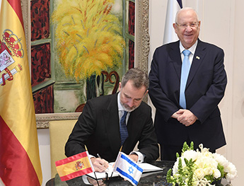 The King of Spain Felipe VI makes a record in the handwritten Guestbook of the Israeli President
