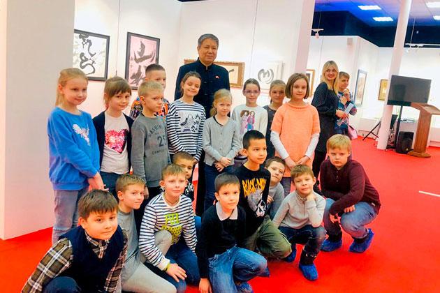 В Музее мировой каллиграфии продолжаются экскурсии для детей и взрослых