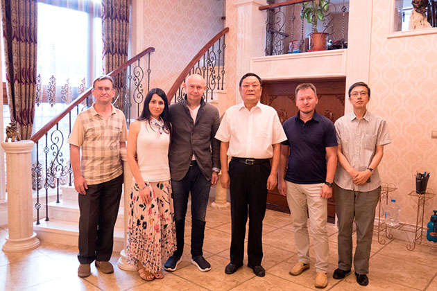 Музей мировой каллиграфии поздравляет господина Чжан Юэфэя с днем рождения