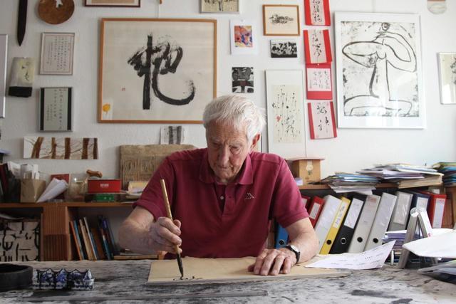 Пожилой житель Швейцарии способствует распространению китайской каллиграфии за рубежом