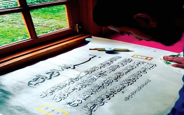 Начинающие художники Кашмира возрождают умирающее искусство каллиграфии