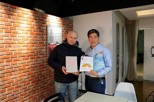 Музей мировой каллиграфии поздравляет господина Ли Цзо с днем рождения