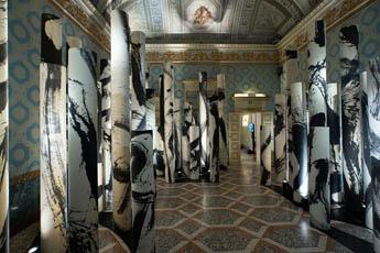 Каллиграфия в центре внимания на новой выставке Alcantara в Королевском дворце Милана