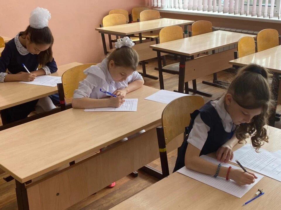 Школьники Хабаровского края посоревновались в каллиграфии