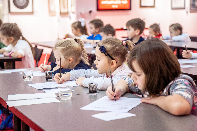 Национальная школа искусства красивого письма объявляет наборы на курсы остроконечного пера для детей