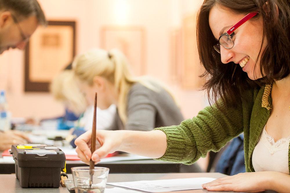 Национальная школа искусства красивого письма объявляет наборы на курсы остроконечного пера для взрослых