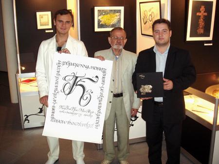 Передача экспонатов в дар музею каллиграфии