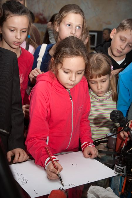 First calligraphy lesson for Moscow schoolchildren and their teachers